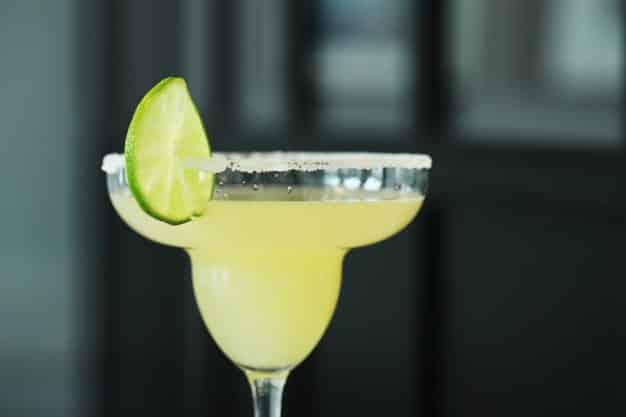 como ayudar a una persona alcoholica